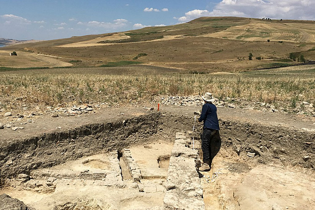 anthropology and its subfields Archaeology has many subfields--including both ways of thinking about archaeology and ways of studying archaeology  reaction to processual archaeology, in that its .